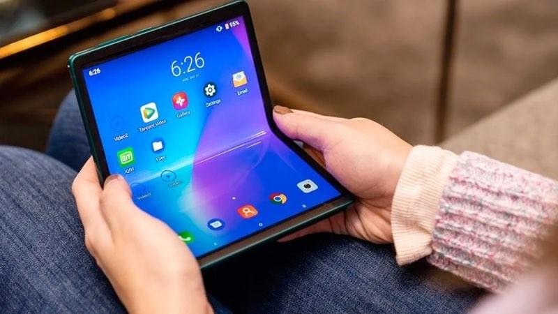 Αυτό είναι το αναδιπλούμενο smartphone που έφερε η TCL στο CES 2020