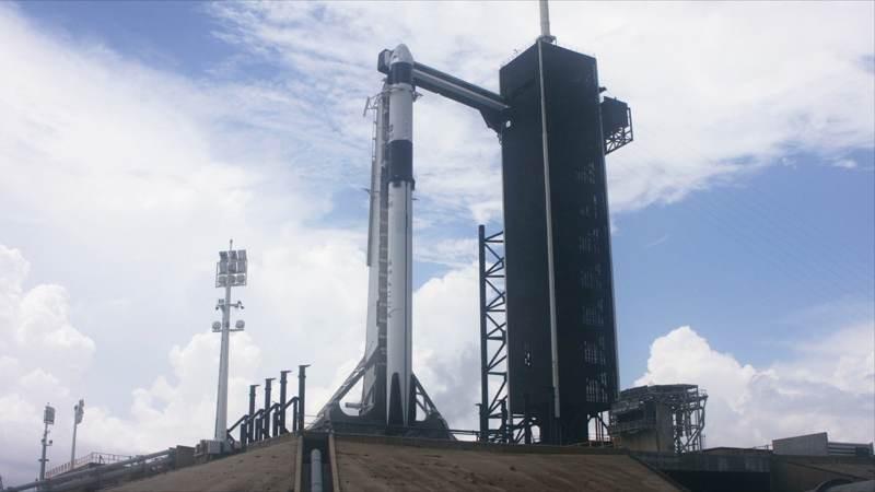Ιστορική στιγμή: Ζωντανά η εκτόξευση της πρώτης επανδρωμένης αποστολής της Space X! [Update]]