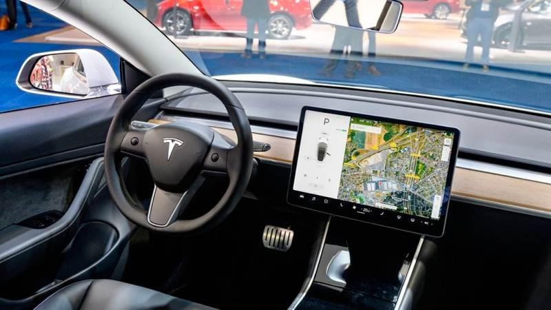 Elon Musk: Έρχεται λειτουργία video κλήσεων στα ηλεκτρικά οχήματα της Tesla