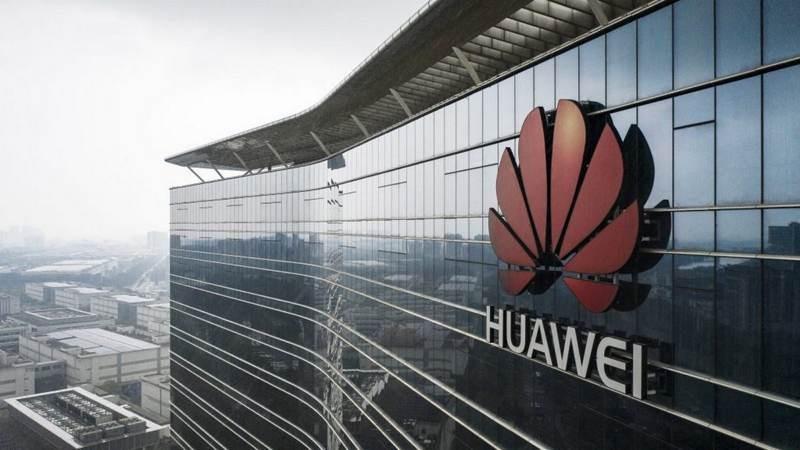 Η Γαλλία δεν μπλοκάρει τη Huawei, αλλά παροτρύνει τη μη χρήση του εξοπλισμού της