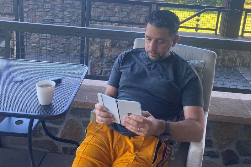 Microsoft Surface Duo: Ξανά στα χέρια του Panos Panay 1
