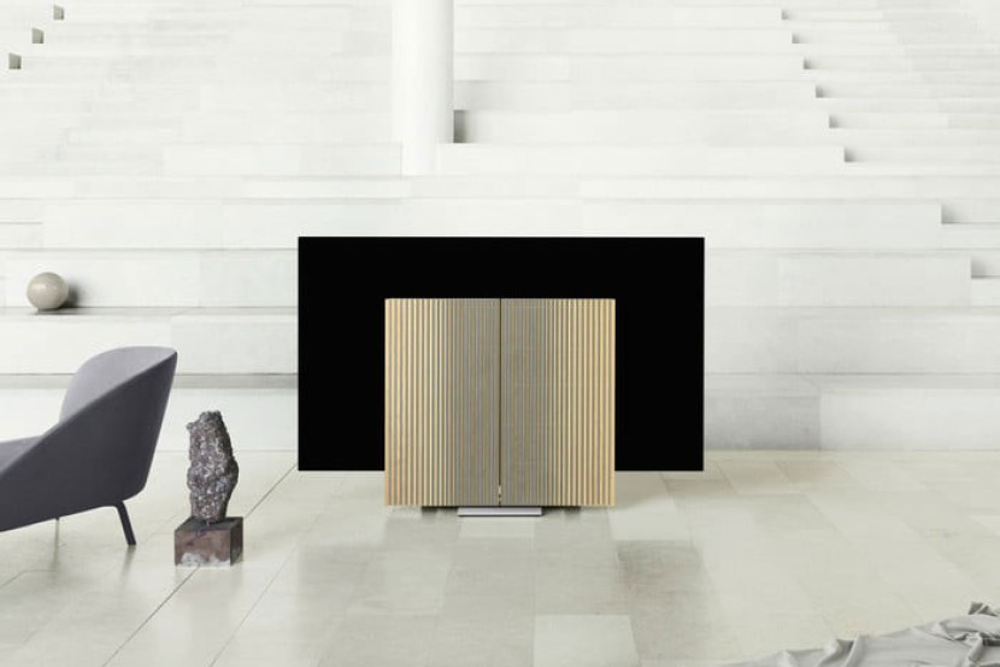 "Beovision Harmony: Η νέα 77'' OLED TV της Bang & Olufsen με μηχανισμό ""απόκρυψης"""