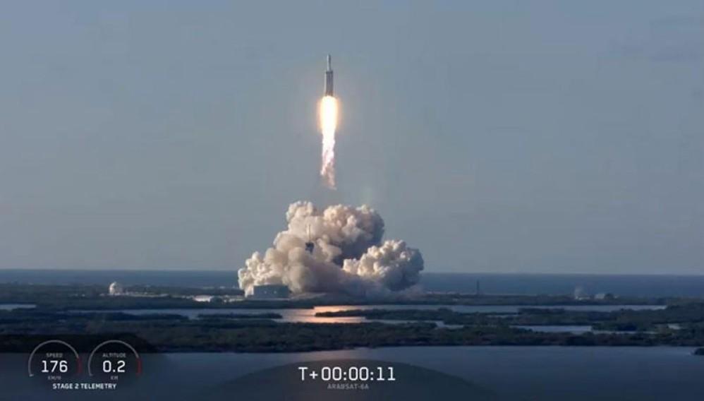 Falcon Heavy: Πρώτη εμπορική χρήση του πανίσχυρου πυραύλου με ανάκτηση και των τριών προωθητικών Falcon 9