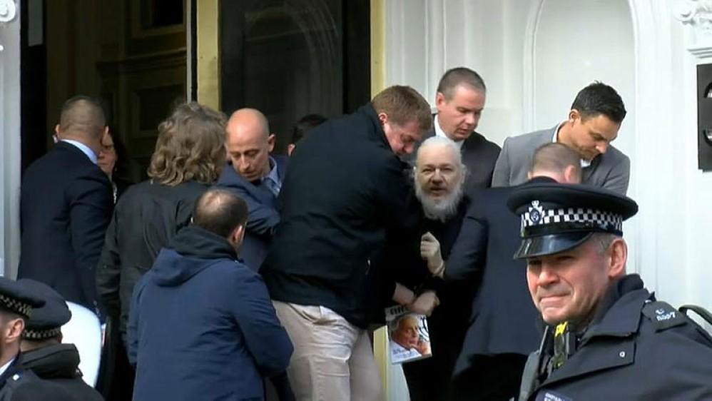 Συνελήφθη ο συνιδρυτής του Wikileaks, Julian Assange, στο Λονδίνο