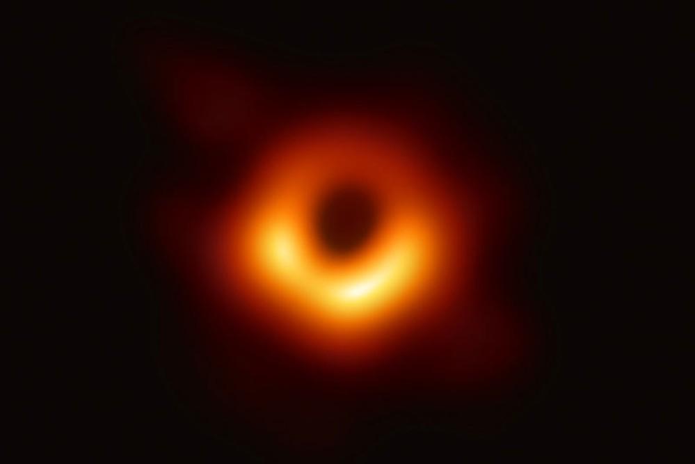 Αυτή είναι η πρώτη πραγματική φωτογραφία μαύρης τρύπας!