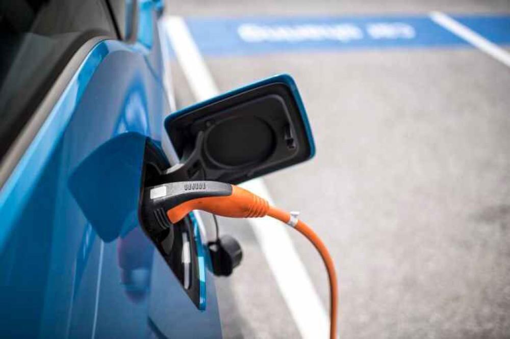 Υποχρεωτική εγκατάσταση EV charger στα νέα σπίτια στο Ηνωμένο Βασίλειο, για την προώθηση των ηλεκτρικών οχημάτων
