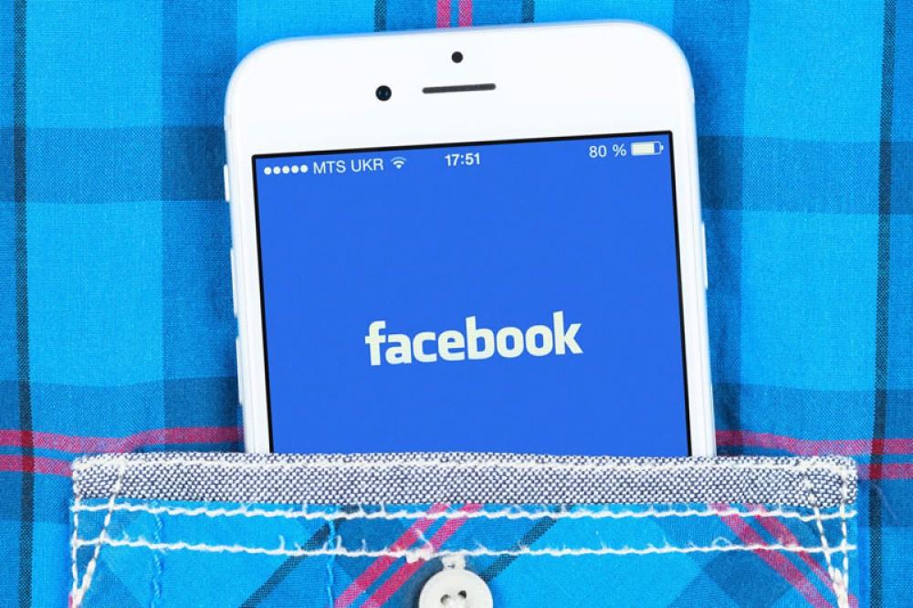 """Η Facebook άρπαξε """"κατά λάθος"""" τις λίστες επαφών από τα emails 1.5 εκατ. χρηστών"""