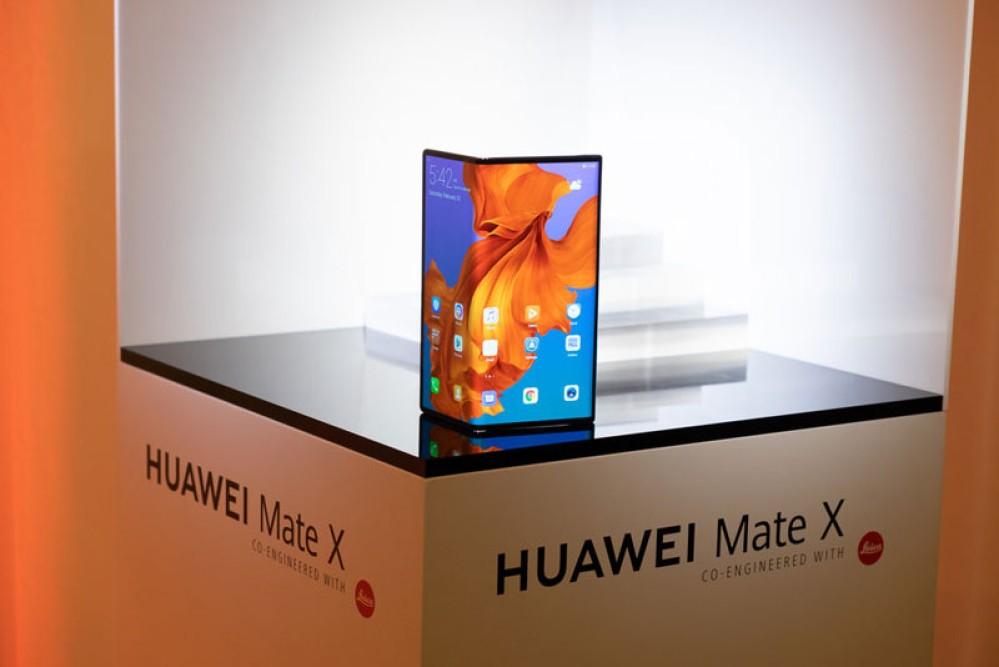 Η Huawei είχε παρόμοιο αναδιπλούμενο με το Galaxy Fold, αλλά το απέρριψε επειδή είναι κακό το design