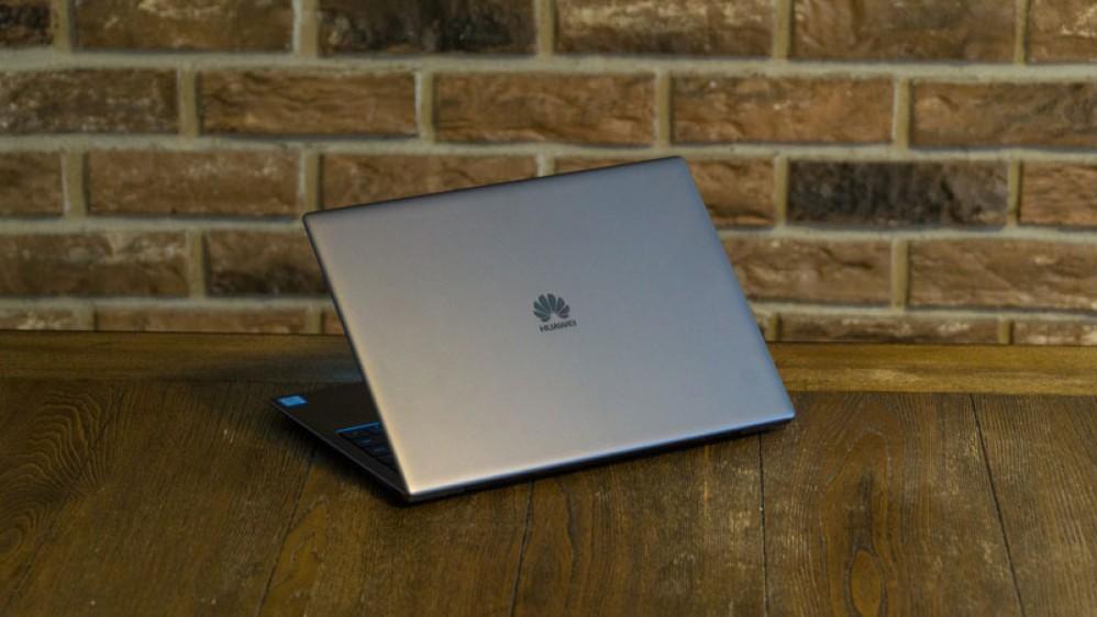 Η Microsoft αφαίρεσε τα laptops της Huawei από το online κατάστημα της, αλλά δεν παίρνει επίσημη θέση