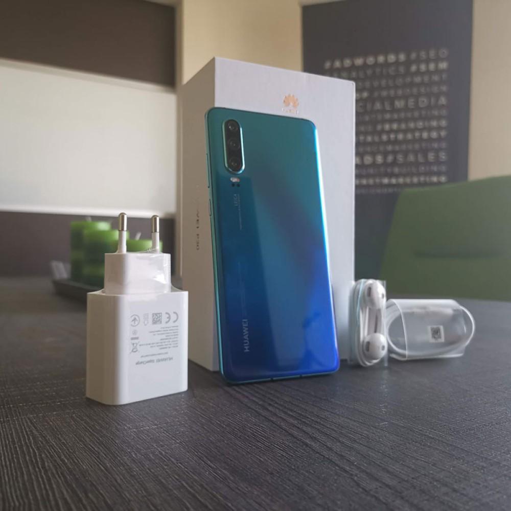 """Huawei P30: Ένα διαμαντάκι στη """"σκιά"""" του P30 Pro"""
