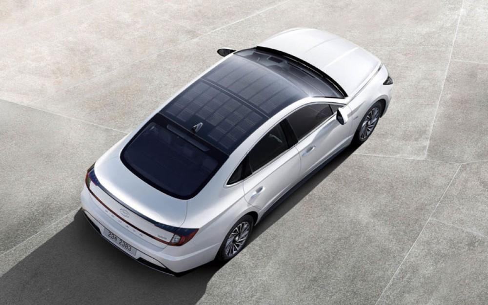 Η Hyundai κυκλοφόρησε το πρώτο αυτοκίνητο με ηλιακά panels στην οροφή του