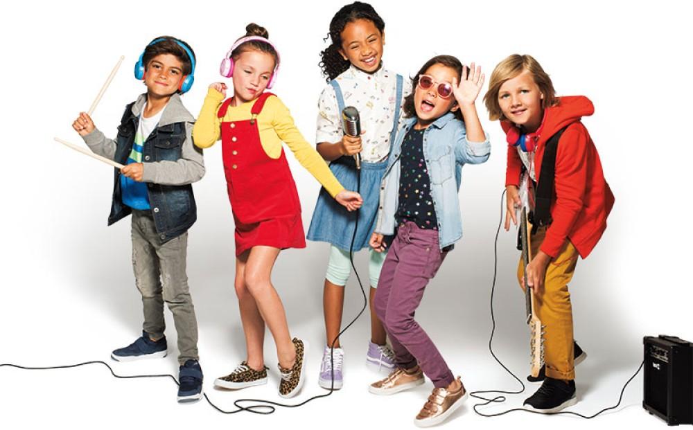Τα JBL Junior παρέχουν θρυλικό ήχο με Kid Friendly ένταση