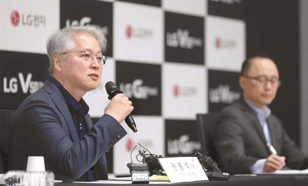 Η LG δηλώνει ότι είναι πολύ νωρίς για τα αναδιπλώμενα smartphones, ρίχνει το βάρος στο 5G