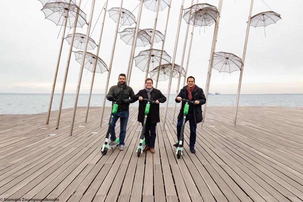 Η Θεσσαλονίκη γίνεται η πρώτη μεσογειακή πόλη που θα κινείται με τα ηλεκτρικά πατίνια της Lime
