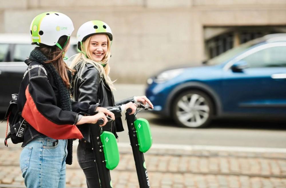 Group Ride στα ηλεκτρικά πατίνια της Lime για βόλτες με φίλους και στην Αθήνα!