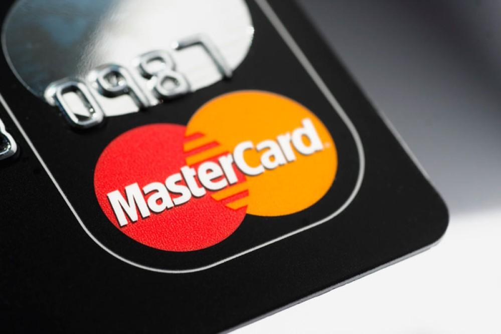 MasterCard: Τέλος στις αυτόματες χρεώσεις πιστωτικών καρτών μετά το πέρας της δοκιμαστικής περιόδου!