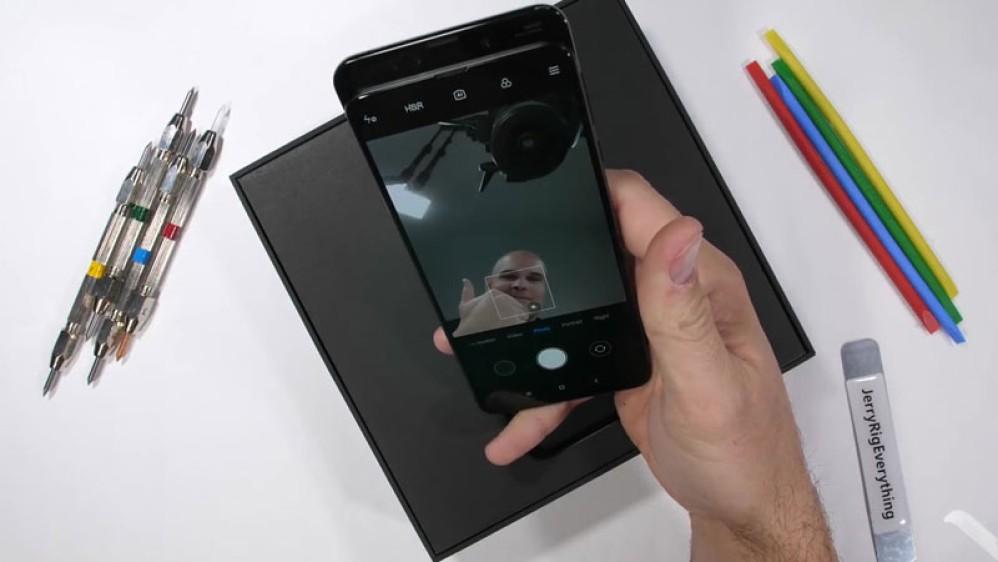 Xiaomi Mi Mix 3: Πόσο ανθεκτικό πιστεύετε ότι είναι το slider smartphone;