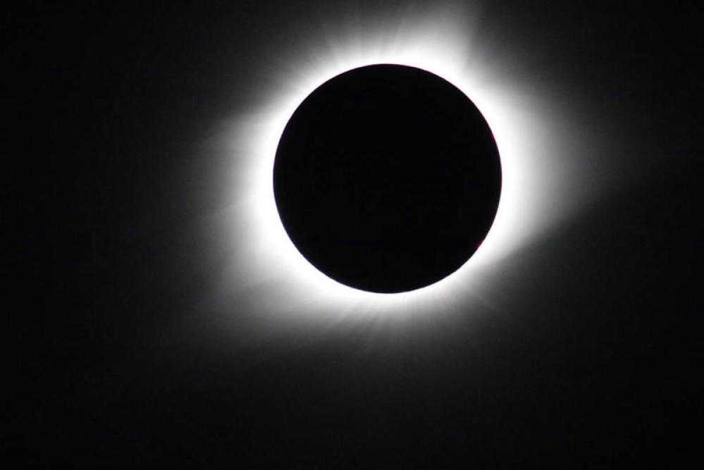Παρακολουθήστε σε live streaming της NASA την ολική έκλειψη Ηλίου σήμερα το βράδυ [Video]
