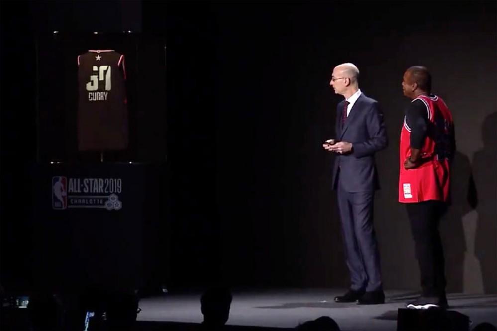 Η έξυπνη φανέλα NBA του μέλλοντος αλλάζει νούμερο και όνομα με εφαρμογή από smartphone