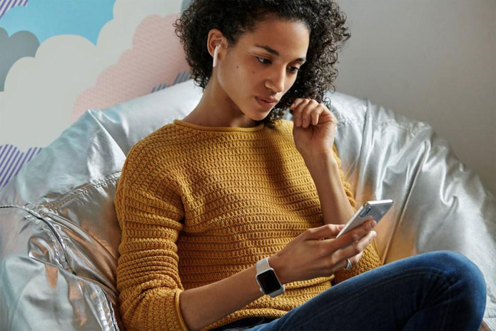Νέα AirPods από την Apple με μεγαλύτερη αυτονομία, Siri και επιλογή ασύρματης φόρτισης