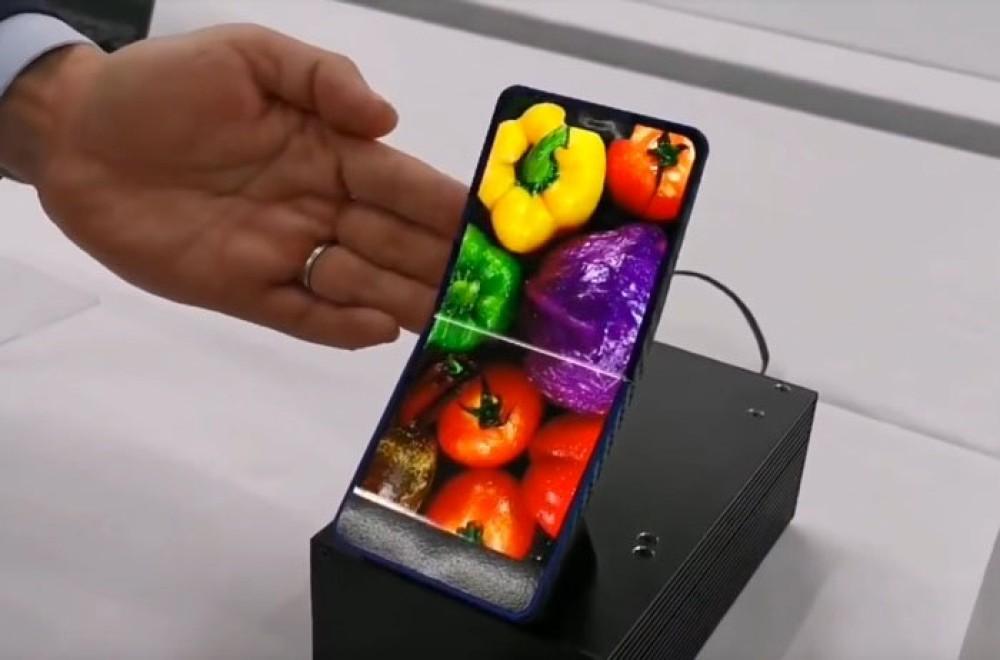 Εντυπωσιακό clamshell αναδιπλούμενο smartphone από τη Sharp