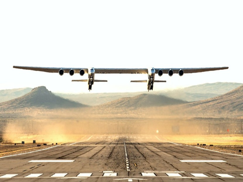 Stratolaunch: Επιτυχημένη η παρθενική πτήση του μεγαλύτερου αεροσκάφους στον κόσμο