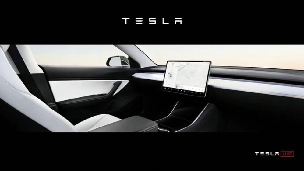 """Η Tesla ετοιμάζει τα δικά της αυτοοδηγούμενα """"ρομποταξί"""" για το 2020"""