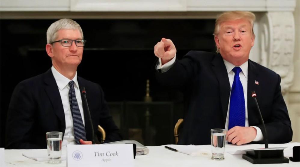 Ο Donald Trump ευχαριστεί τον καλό του φίλο...Tim Apple
