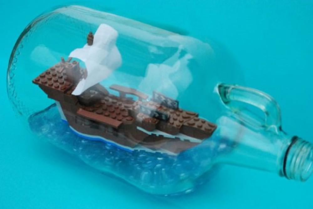 Κατασκευάστε πειρατικό πλοίο μέσα σε μπουκάλι με τουβλάκια LEGO! [video]