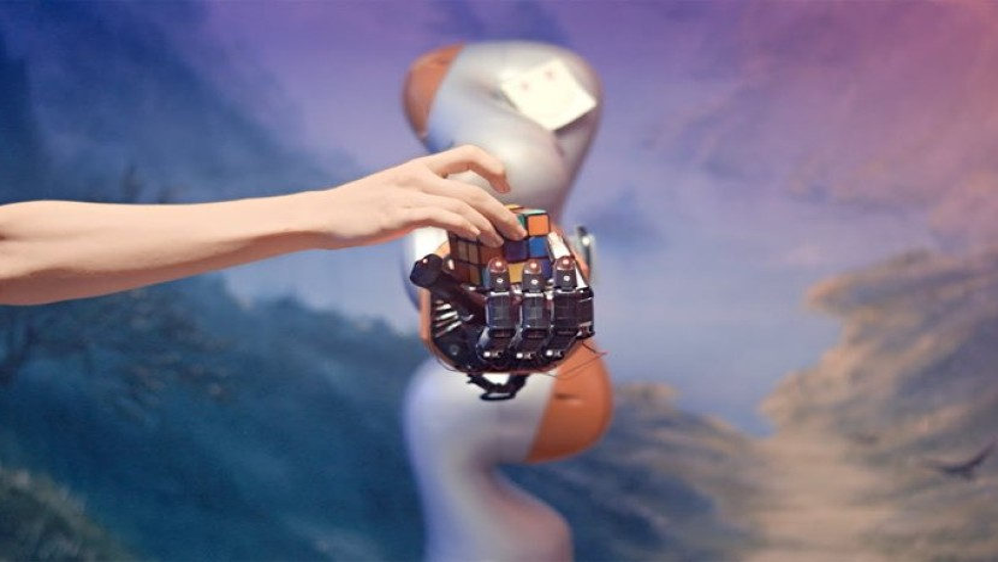 Το μηχανικό χέρι της OpenAI έμαθε να λύνει μόνο του τον κύβο του Ρούμπικ