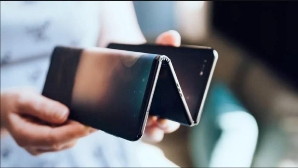Το αναδιπλούμενο smartphone της TCL δεν θα σε αφήσει αδιάφορο