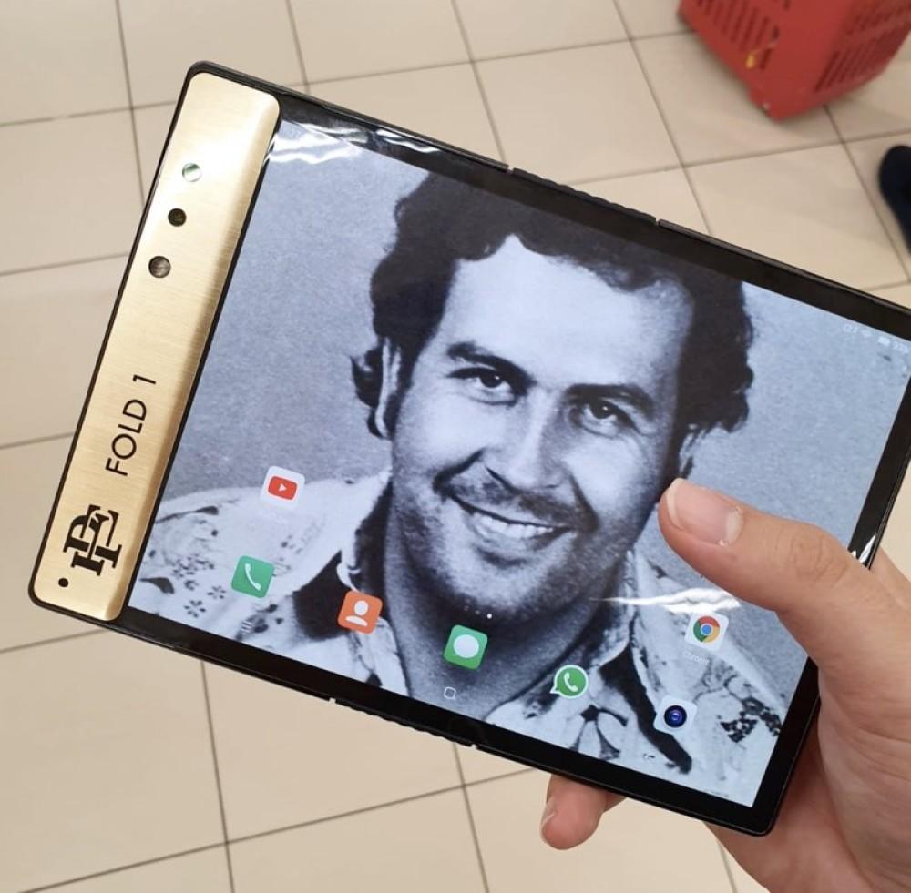 Escobar Fold 1: Ένα αναδιπλούμενο smartphone από τον αδερφό του Pablo Escobar!