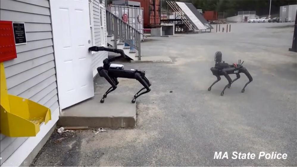 Spot: Η αστυνομία της Μασαχουσέτης δοκιμάζει ήδη το ρομπότ - σκύλο