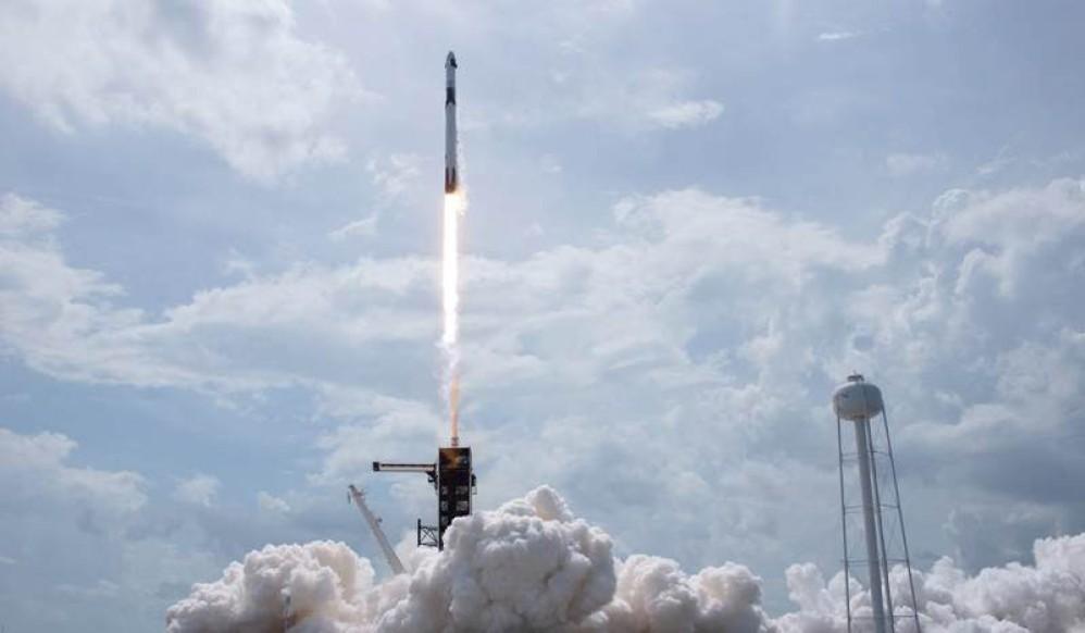 SpaceX: Απόλυτη επιτυχία στην πρώτη εκτόξευση επανδρωμένης αποστολής
