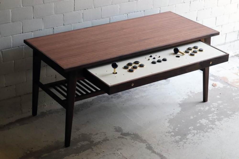 Αυτό το τραπέζι κρύβει μέσα του την arcade παιχνιδομηχανή των ονείρων μας