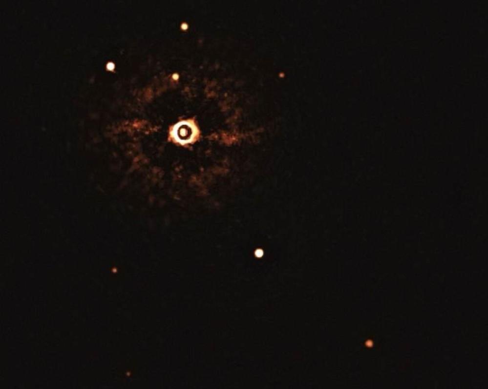 Αυτή είναι η πρώτη εικόνα εξωτερικού «ηλιακού συστήματος» με δύο πλανήτες