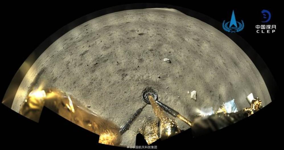 Chang'e-5: Δείτε την πρώτη έγχρωμη φωτογραφία που τράβηξε στη Σελήνη