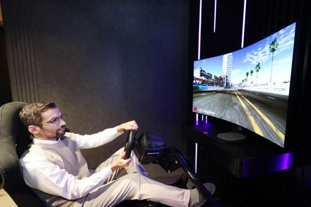 Η LG παρουσιάζει οθόνη gaming 48'' OLED που κυρτώνει όποτε θέλει ο χρήστης