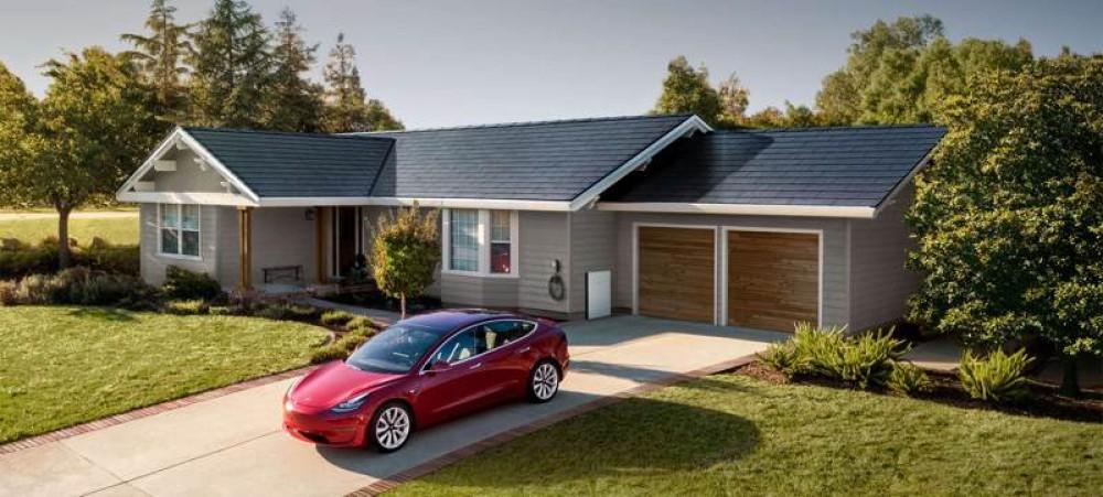 Tesla Solar Roof: Το «killer product» του 2021 σύμφωνα με τον Elon Musk