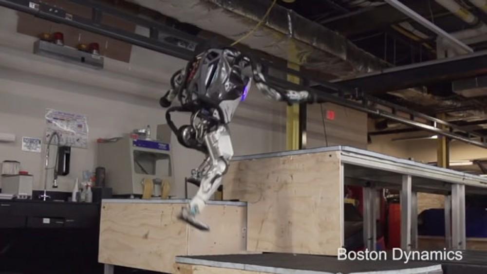 Τα ρομπότ της Boston Dynamics κάνουν παρκούρ, χορεύουν και βοηθούν σε εργοτάξια [Videos]
