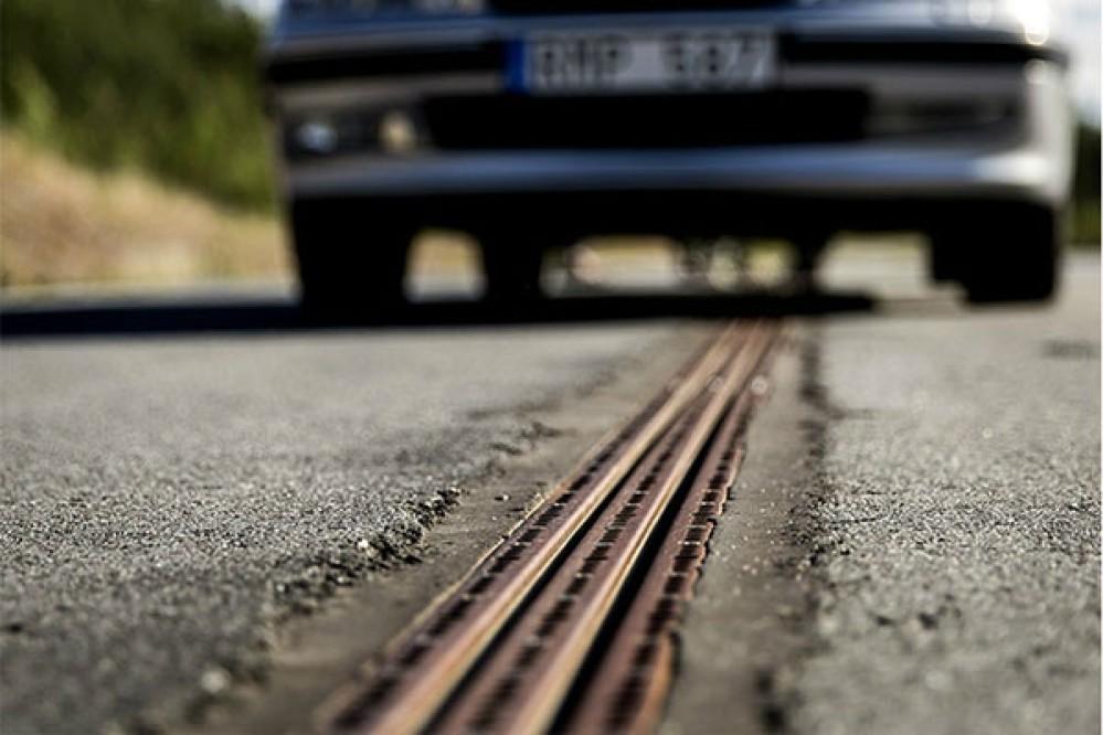 Ο πρώτος δρόμος που φορτίζει ηλεκτρικά αυτοκίνητα εν κινήσει στη Σουηδία [Video]