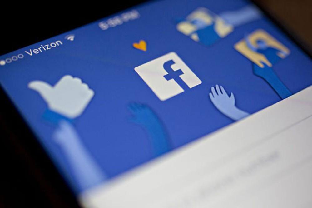 Η Facebook αναστέλλει τη λειτουργία 200 εφαρμογών υπό την υποψία ότι μεταχειρίζονται παράνομα τα δεδομένα των χρηστών