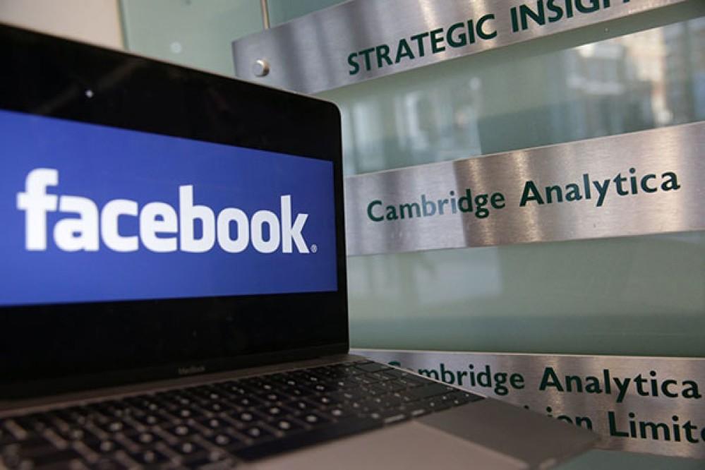Facebook: Δέχτηκε ήδη 6 αγωγές μέσα σε μια εβδομάδα για το σκάνδαλο με την Cambridge Analytica