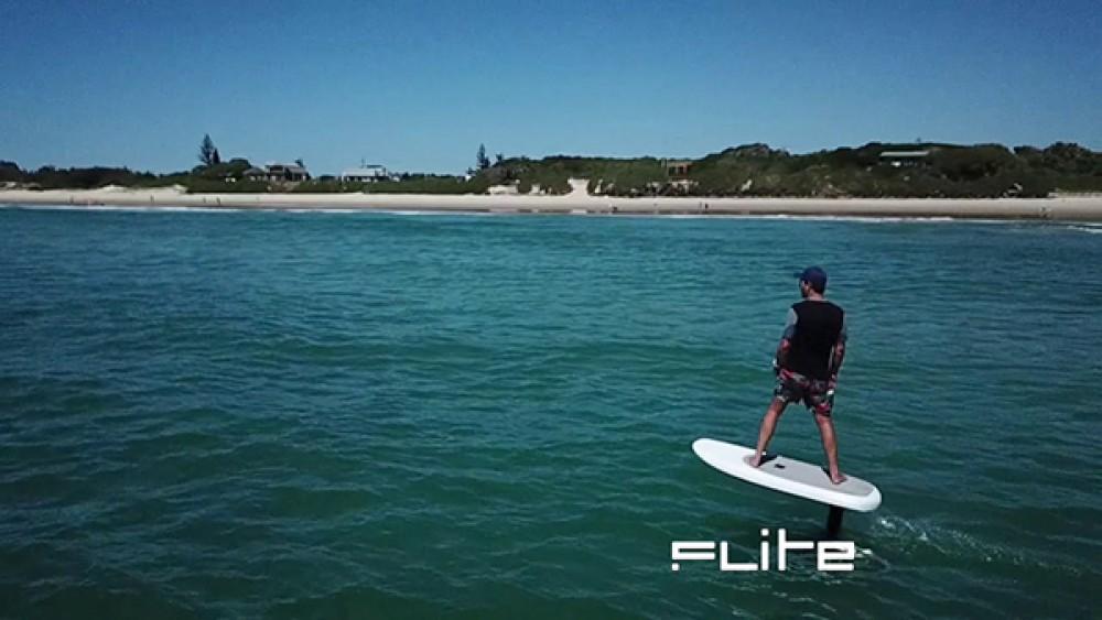 Fliteboard: Μια σανίδα surf που δεν χρειάζεται κύματα! [Video]