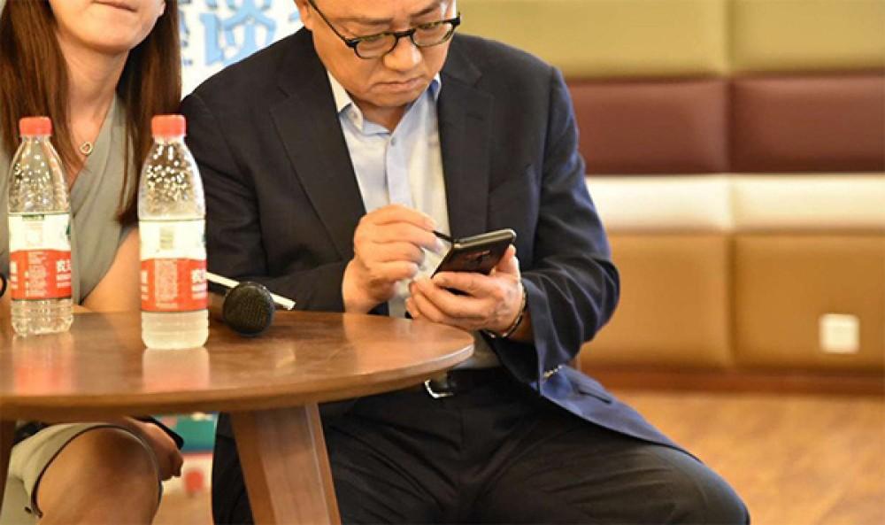 Το Samsung Galaxy Note9 στα χέρια του CEO της Samsung! [Pics]