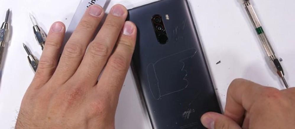 Xiaomi POCO F1: Πόσο αντέχει σε σκληρές δοκιμασίες και πολύ δυνατή προσφορά για την έκδοση 6GB + 128GB
