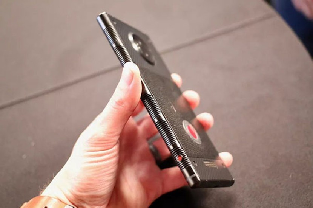 RED Hydrogen One: Hands-on φωτογραφίες και πολλές πληροφορίες για το φιλόδοξο αρθρωτό smartphone με την ολογραφική οθόνη