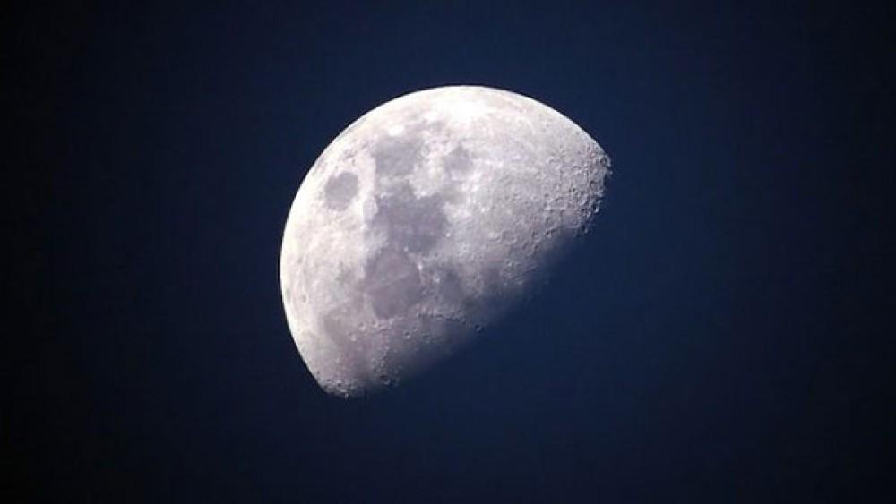 Μια καινούργια ανακάλυψη ενισχύει την πεποίθηση ύπαρξης νερού στην Σελήνη