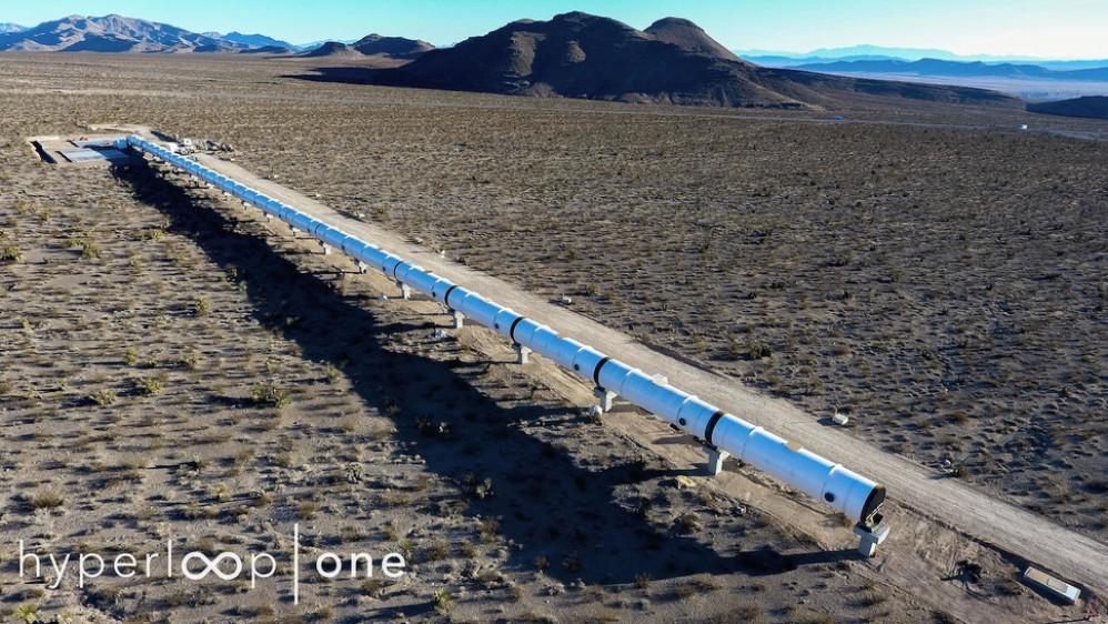Hyperloop: Πρώτες εικόνες από τη δοκιμαστική γραμμή για το τραίνο του μέλλοντος [Video]