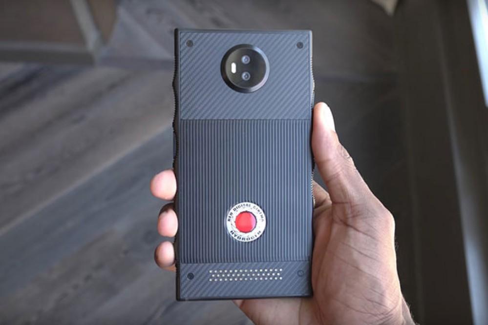 RED Hydrogen One: Το smartphone με την ολογραφική οθόνη και την αρθρωτή κατασκευή σε hands-on video